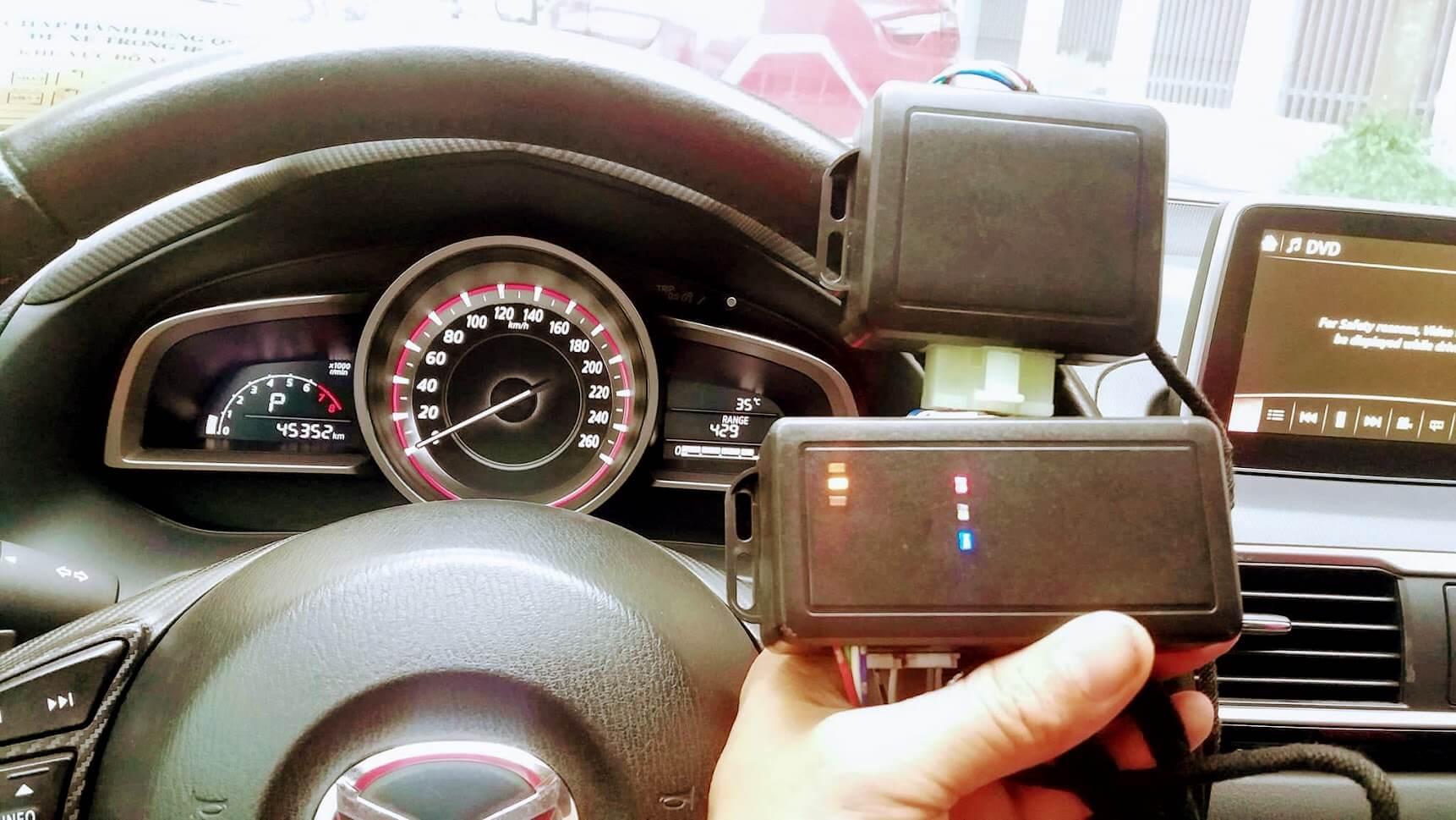 điều khiển ô tô từ xa